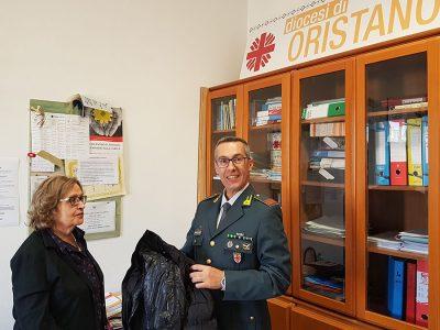 La Guardia di finanza dona alla Caritas capi di abbigliamento contraffatti