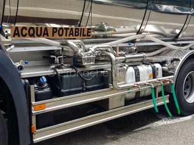 Nuoro, autobotte con l'acqua potabile (foto S.Novellu)