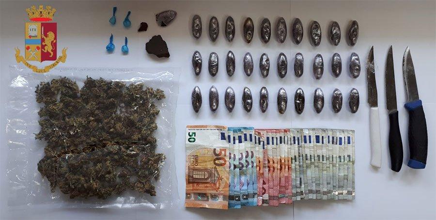 Droga e contanti sequestrati a Cagliari