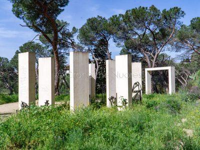 Nuoro, monumento a Grazia Deledda, opera di Maria Lai (foto S.Novellu)