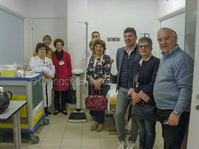 La bilancia donata dall'AMO all'ambulatorio Oncologia del San Francesco
