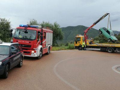 Il recupero della Fiat Panda coinvolta nell'incidente