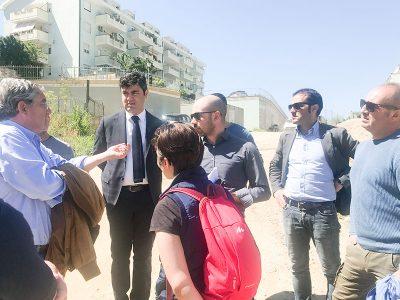 Il sindaco Soddu e l'assessore Sanna durante il sopralluogo in via Semidei