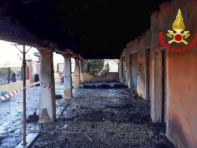 Mamoiada, la pizzeria dopo l'incendio