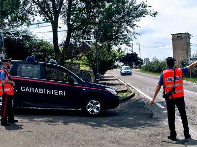 Carabinieri a un posto di blocco