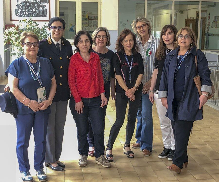 Insegnanti del Calamida e le funzionarie della Polizia