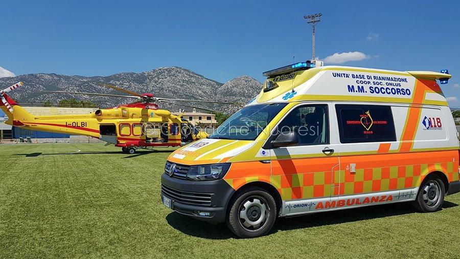 Ambulanza e elisoccorso al campo sportivo di Orosei