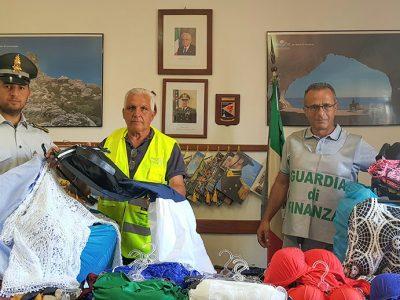 I capi di abbigliamento sequestrati a Arbatax