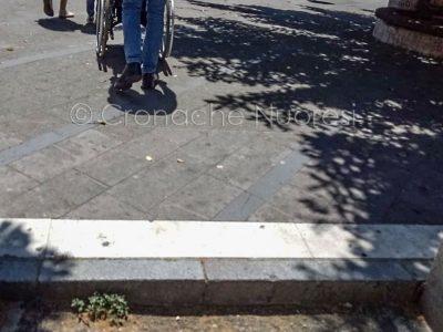 Nuoro, barriere architettoniche (foto Cronache Nuoresi)