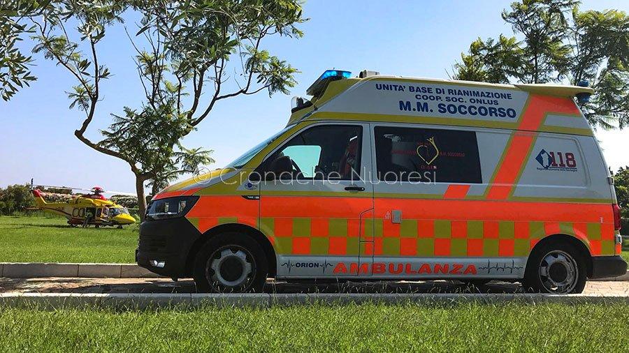 Orosei. L'ambulanza e l'elisoccorso del 118 nel giardino dell'hotel