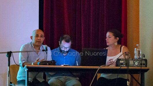 """Scano Montiferro, Piergiorgio Spanu, Antonio Flore e Barbara Panico durante la presentazione del progetto """"Iscanu"""" (foto S.Novellu)"""