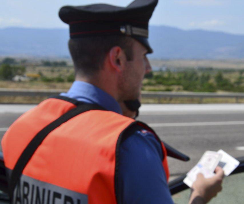 Identificazione da pate dei Carabinieri a un posto di blocco
