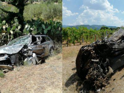 Le due auto dopo lo scontro mortale