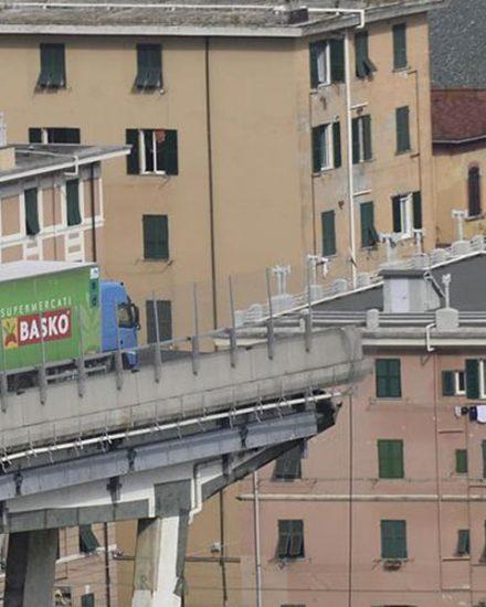 Un'immagine del ponte Morandi di Genova dopo il crollo