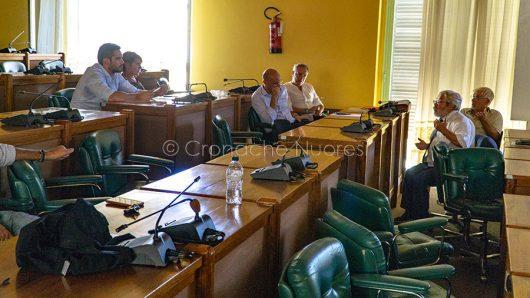 Il Consiglio Comunale di Nuoro occupato dalla Minoranza dopo l'abbandono di Sindaco e Maggioranza (© foto S.Novellu)