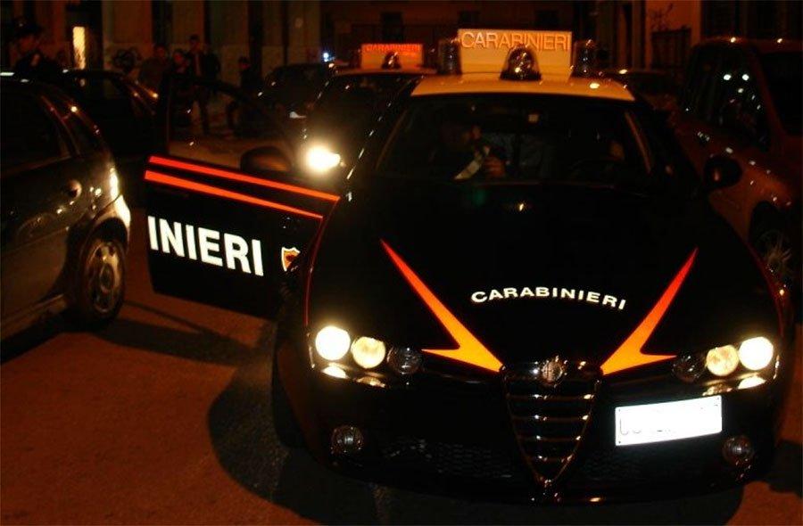 Carabinieri sul luogo dell'incidente