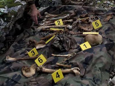 Alcuni dei frammenti ossei rinvenuti nel Supramonte