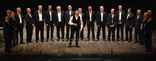 Un'esibizione del coro maschile Priamo Gallisai