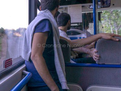 Giovani su un autobus ATP (foto S.Novellu)
