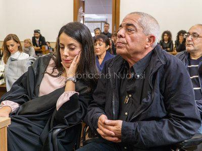 Il padre di Stefano Masala con l'avvocato Margherita Baragliu (foto S.Novellu)