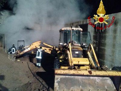 Mamoiada, i mezzi pesanti dati alle fiamme