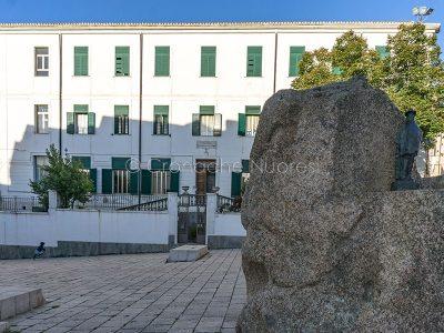 Nuoro, piazza Satta e la scuola materna Guiso-Gallisai(© foto S.Novellu)