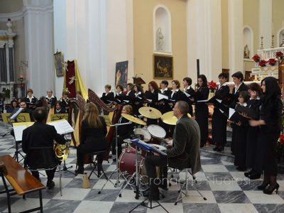 Un'esibizione del coro femminile Priamo Gallisai
