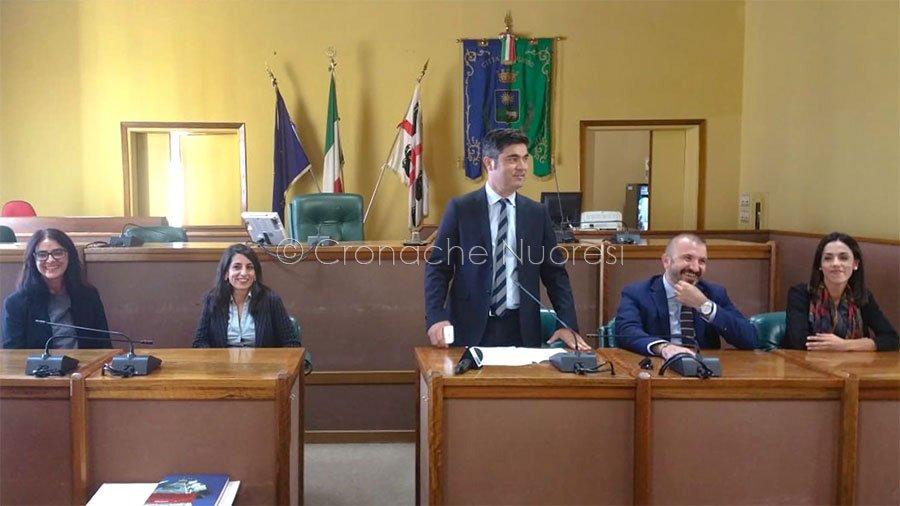 La nuova Giunta presentata dal sindaco Soddu (Foto C.Nuoresi)