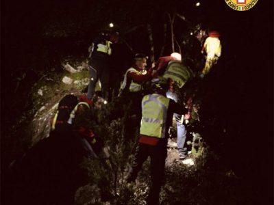 I soccorritori alla ricerca dell'anziano disperso