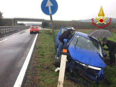 La Opel dopo l'uscita di strada