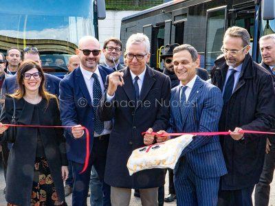 Trasporti. 65 nuovi bus ARST per il Nuorese - taglio del nastro (foto S.Novellu)