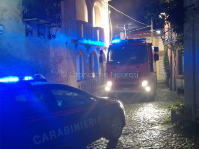 Vigili del Fuoco e Carabinieri sul luogo dell'incendio