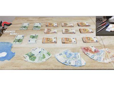 Materiale sequestrato dai Carabinieri