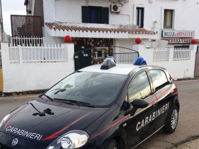 Carabinieri davanti al locale Belle e Monelle
