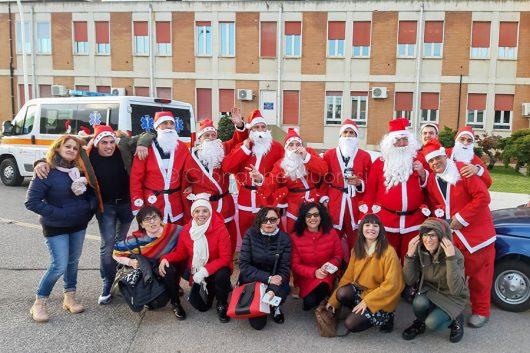 Foto ricordo dei Babbo Natale al San Francesco di Nuoro
