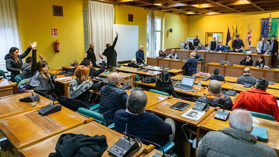 Il momento del voto sugli equilibri di bilancio (foto S.Novellu)