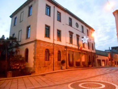 Il Municipio di Macomer di sera (f. P.G.Vacca)
