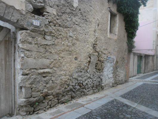 Nuoro, la casa di via Sassari prima del crollo