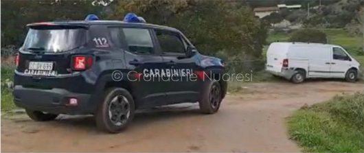 Orani, una pattuglia dei Carabinieri e uno dei furgoni rubati