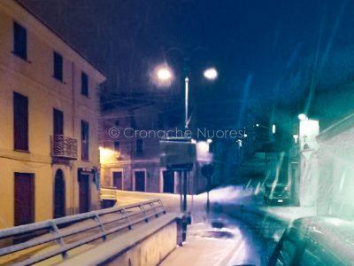 L'abitato di Fonni sotto la neve