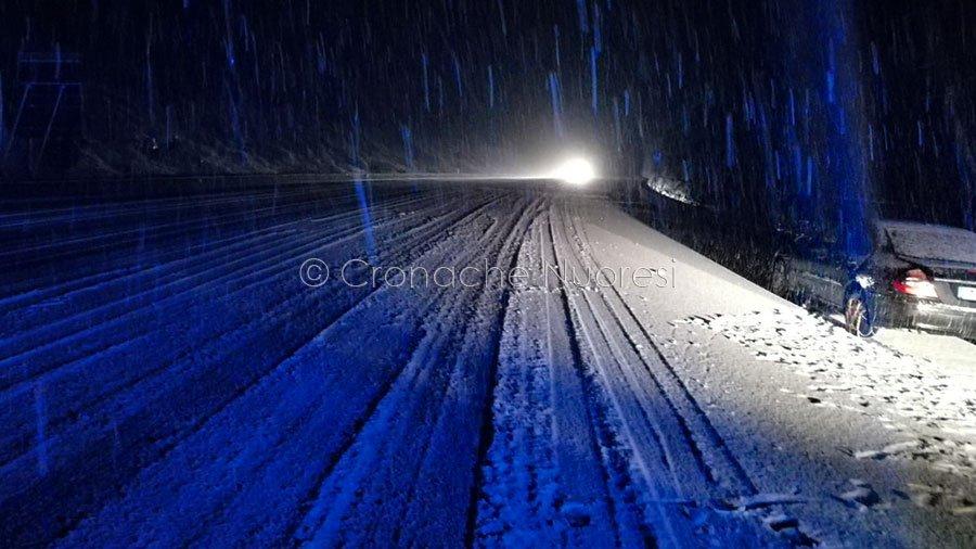 Neve sulle strade del Nuorese