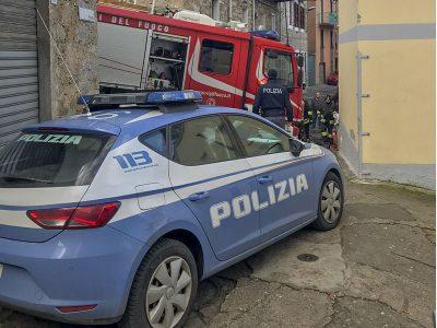 Polizia sul posto del rogo