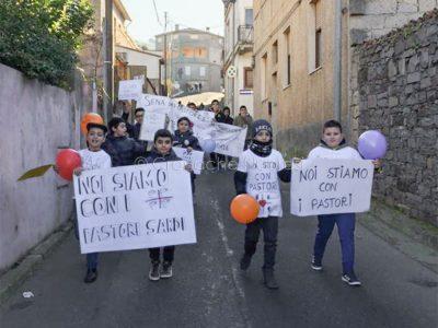 Scano Montiferro, manifestazione di solidarietà con i pastori (foto F.Novellu)