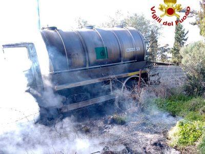 La cisterna data alle fiamme a Igoli