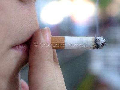Il fumo tra i giovani (@ foto Salvatore Novellu)