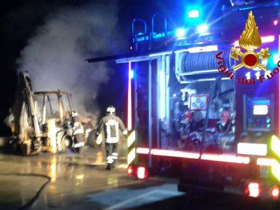 Tertenia, Vigili del fuoco sul luogo dell'incendio
