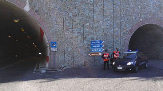 I Carabinieri sulla strada che da Dorgali conduce a Cala Gonone