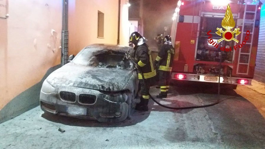 La BMW data alle fiamme ieri a Orgosolo