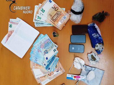 La droga e i soldi sequestrati a Tortolì