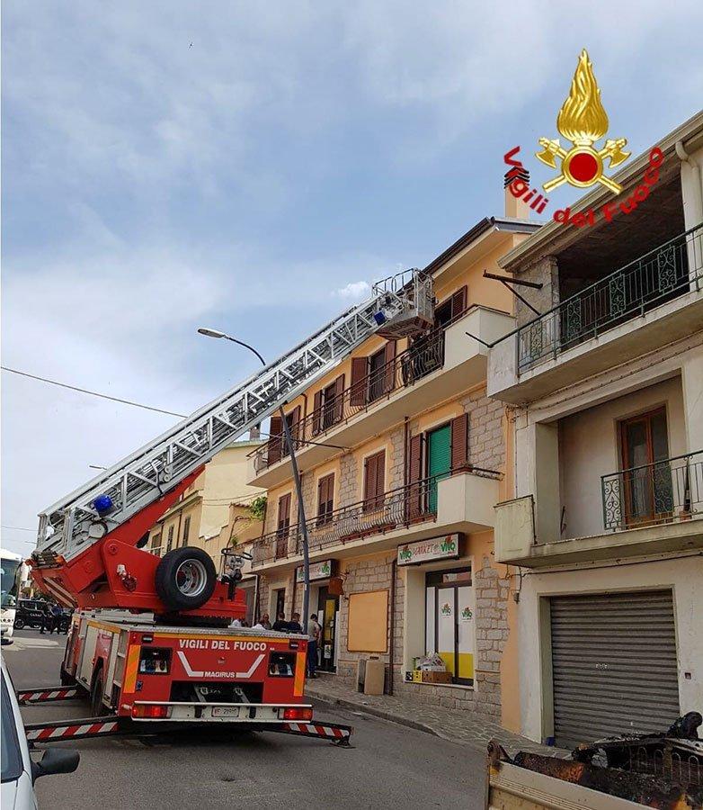 Vigili del fuoco sul luogo dell'incendio